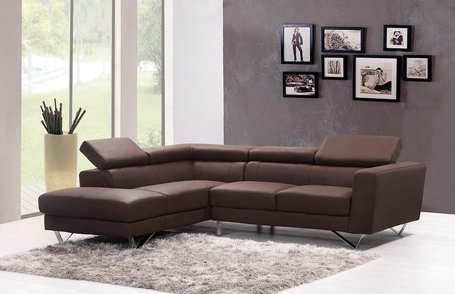 Sofa i dywan w salonie